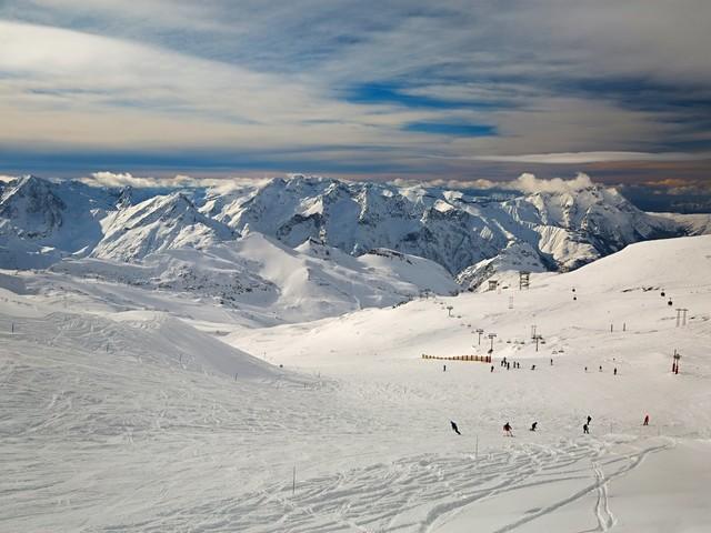 Okazja dnia. Tydzień we francuskich Alpach ze skipassem za 702 zł