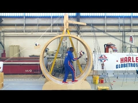 Rube Goldberg-maskin gör baskettricks