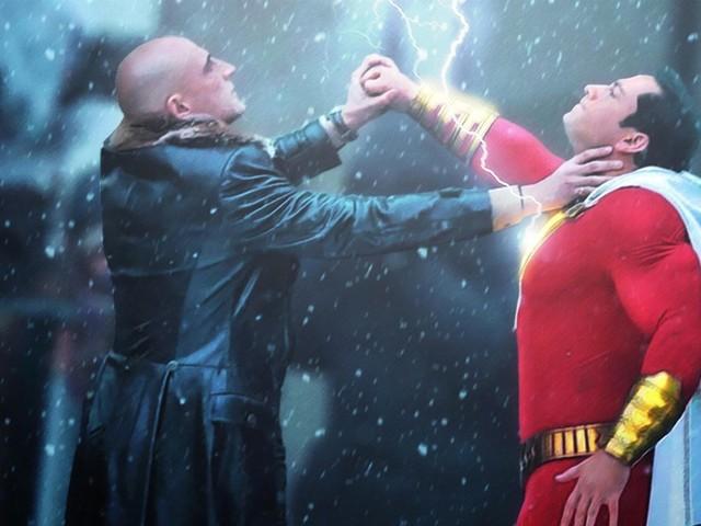 Billy Batson får gudalika krafter i trailern för Shazam
