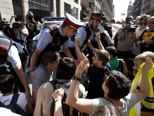 Spanien tar över Kataloniens poliskår