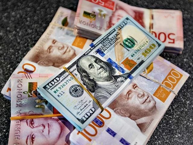 Kronan på 17-årslägsta mot dollarn