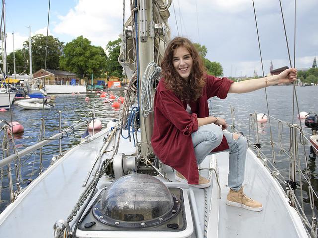 Hon seglar ensam över Atlanten