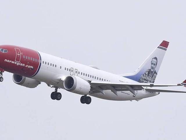 Krav på smink för kvinnlig personal hos Norwegian