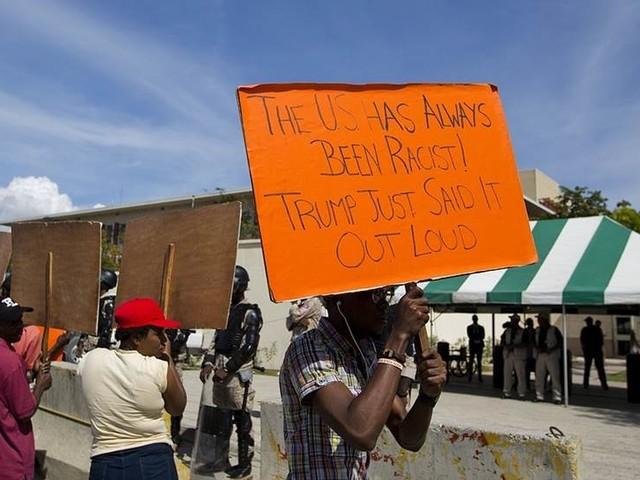 Haitier protesterar: Vi är inget skitland