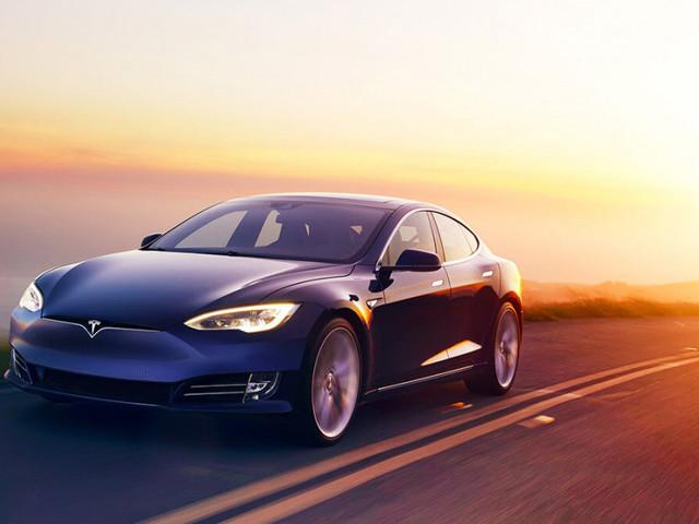 Tesla arbetar med AMD om AI-kretsar för självkörande bilar