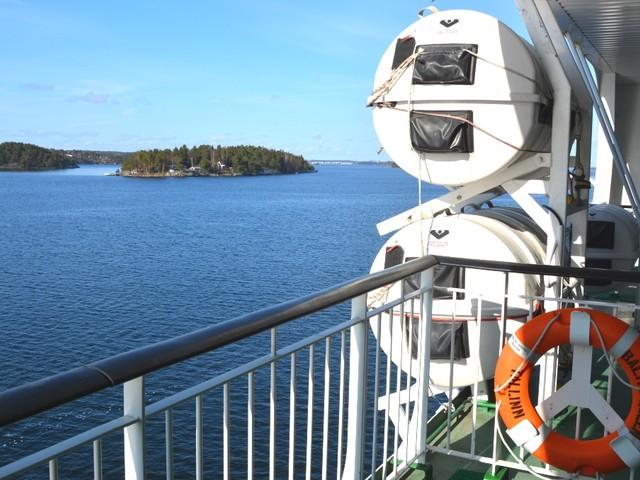 Att välja färja eller flyg till Helsingfors?