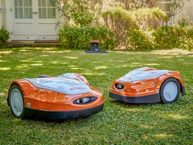 Robotgräsklipparen iMow byter färg till orange när Viking blir Stihl