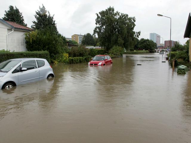 Två parker sänks för att minska risken för översvämningar