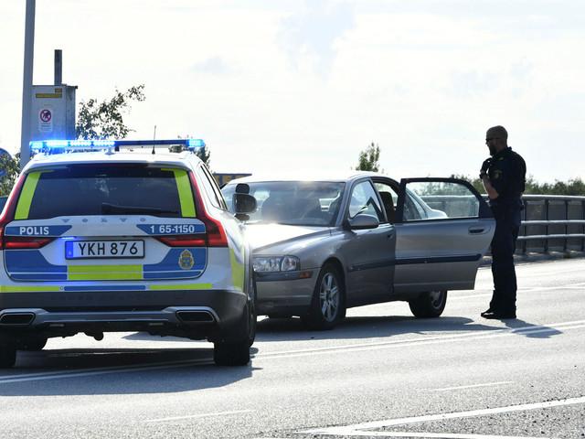 Två anhållna för bilinbrott på Svågertorp
