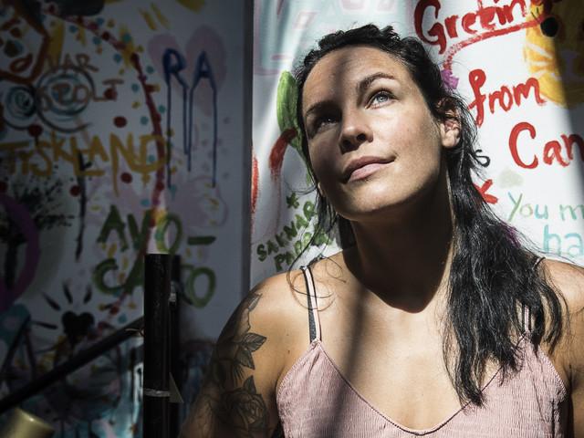 Länsberg slår hårt för tjejer i MMA