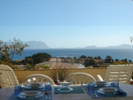 Hyra lägenhet på Sardinien med havsutsikt och stor terrass