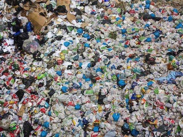 Skatt på plastpåsar – och på att elda sopor