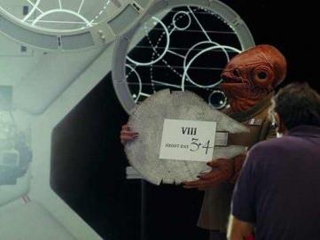 Chewbacca smiskar ett marsvin i ny The Last Jedi-trailer