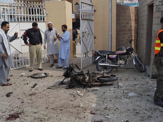 Självmordsbombare dödade åtta i Pakistan