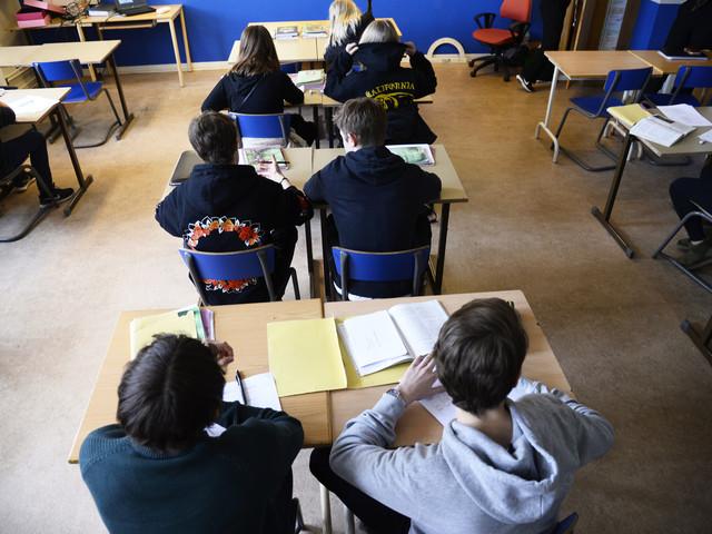 Nyanlända borde få gå i skolan med elever som redan kan svenska bra