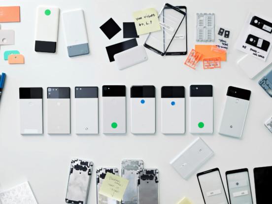 Ivy Ross visar prototyper av Google-produkter