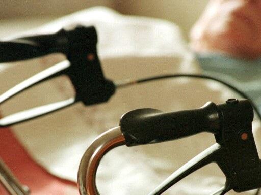 Äldre patient med hemtjänst hittades i ingrodd avföring – var skinnflådd