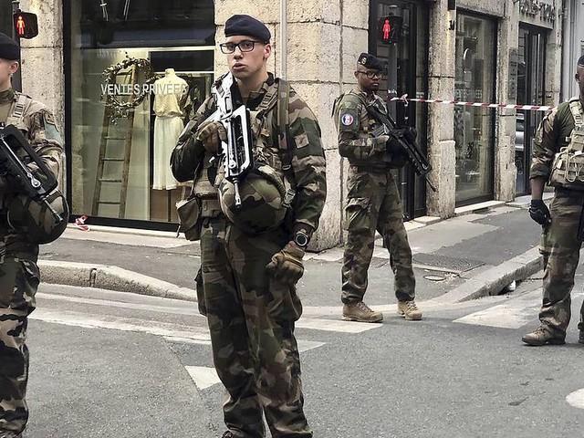 Misstänkt gripen efter Lyonbomb
