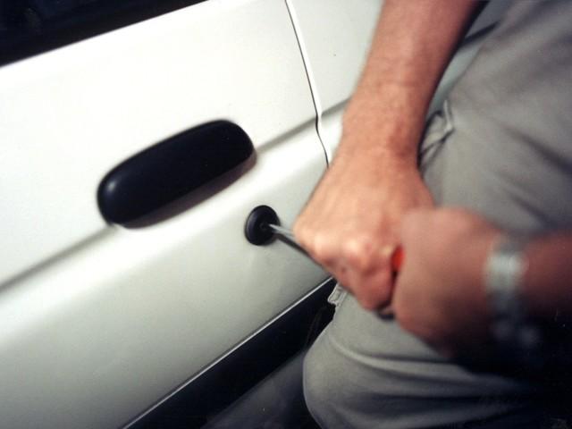 Man gripen efter bilstöld
