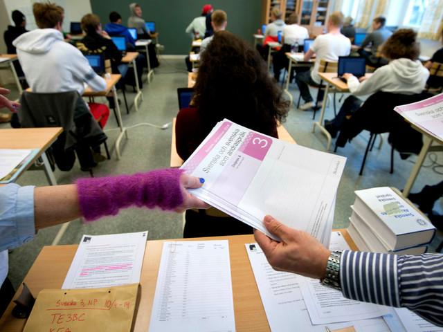 Skolor behåller nationella prov trots att de blir frivilliga