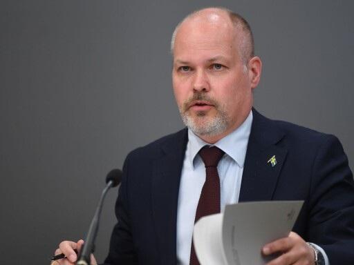 Ministern aviserar åtgärder som förbättrar kontrollen av advokaters räkningar