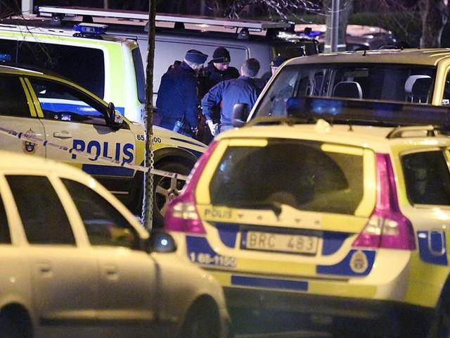 Två anhållna för sprängdåd mot polisstation