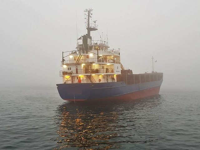 Grundstött fartyg bör bärgas snarast