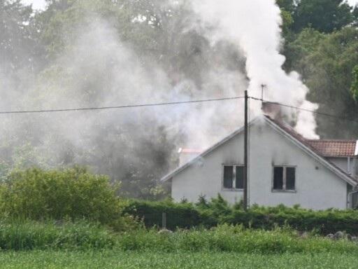 Villa står i brand – flera räddningsstyrkor på plats