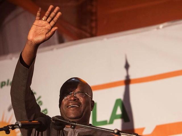 Parti stoppas – krävde presidentens avgång