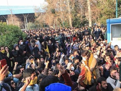 Reaktioner på protester i Iran avslöjar overklig västerländsk blindhet.