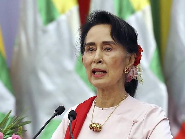Burmas Suu Kyi håller tal om försoning