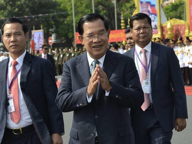 Kambodja släpper oppositionella mot borgen