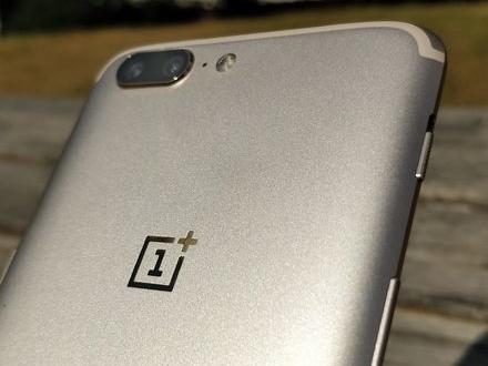 OnePlus släpper 5 i Soft Gold