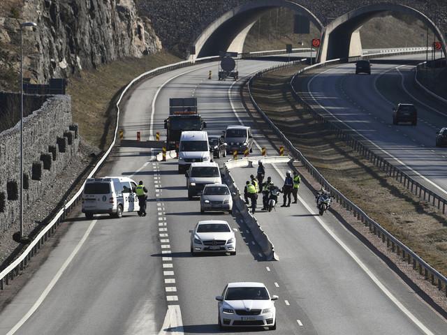 Biljakt vid Finlands nya vägspärrar