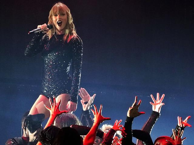 Taylor Swift skannade publikens ansikten