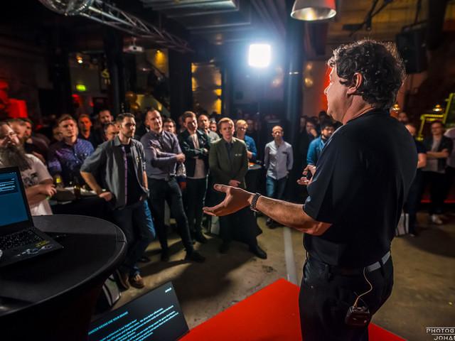 AMD:s Joe Macri ger sin 10-årsvision för stationära datorn på SweClockers Live!