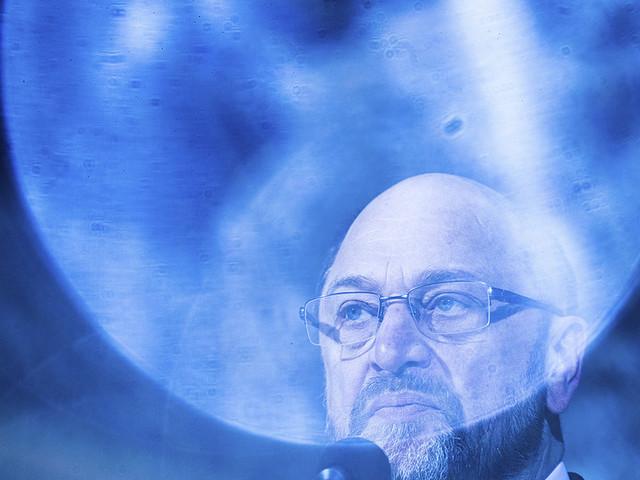 Vinna eller försvinna för pressad Schulz