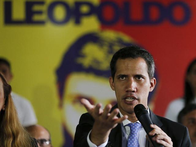 Guaidó åker till Colombias gräns