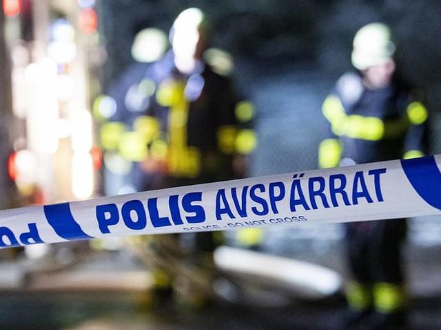 Stor ladugårdsbrand i Mönsterås – hus utryms