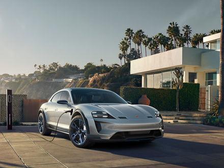 Porsches Mission E Cross Turismo får grönt ljus