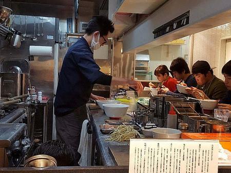 På en restaurang i Tokyo