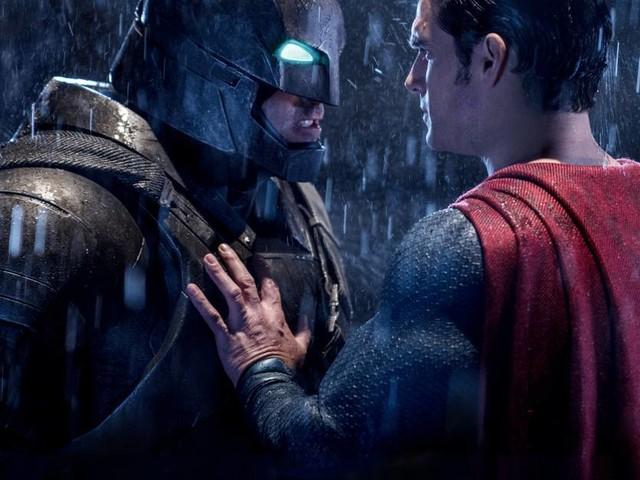 The Flash-filmen försenas, Batman och Superman läggs på is