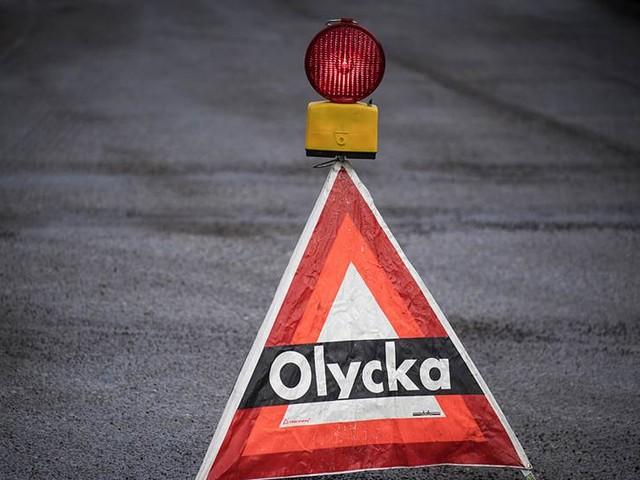 Bil voltade av vägen – en allvarligt skadad