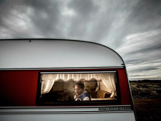 Moderata partiledningen kritiserar Staffanstorp för att flyktingar får bo i husvagn