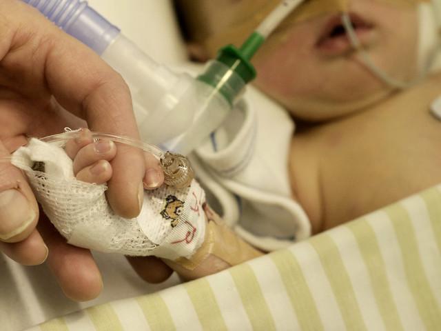 Kritik mot tyst lasarettsmiljö för bebisar