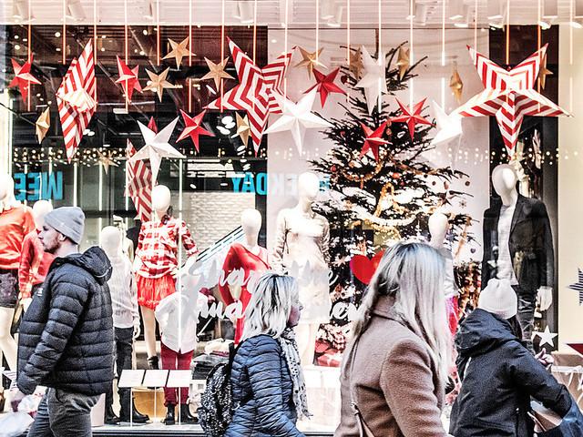 Svenskarna planerar att spendera mindre i jul