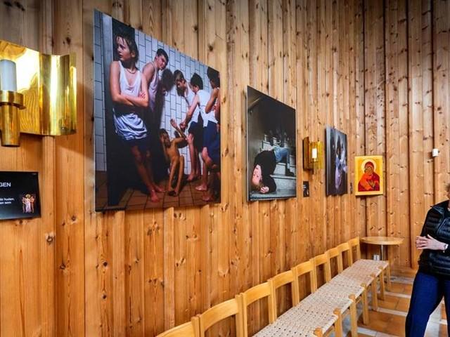Bilder av mobbing i Gottsunda kyrka