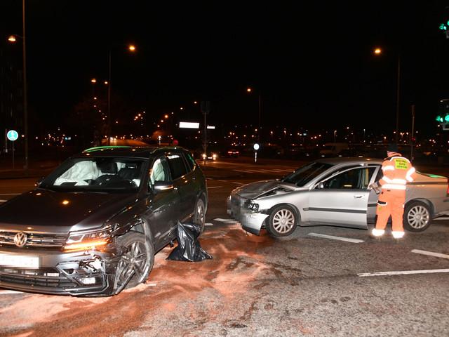 Två bilar i olycka vid Värnhem