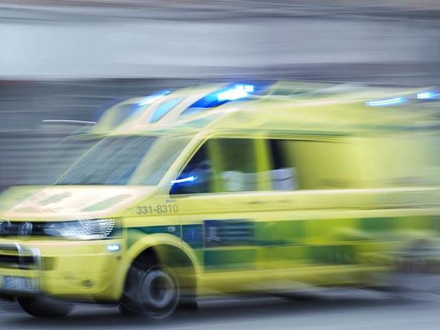 En medvetslös efter bilolycka