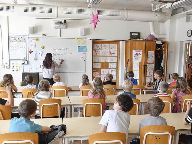 OECD: Få undervisningstimmar i svensk skola